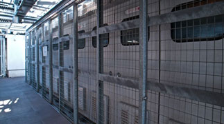 UPS無停電電源装置開発例