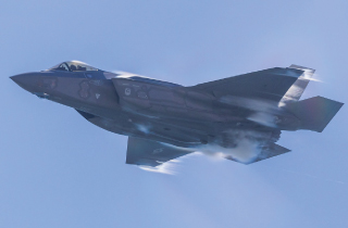 戦闘機用リチウムイオンバッテリー